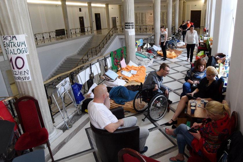 Apel do protestujących w Sejmie, o zawieszenie go