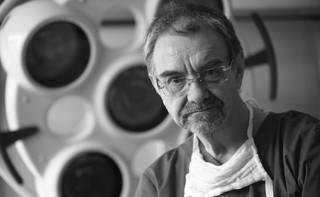 'Wspaniała osobowość, wybitny lekarz'. Prof. Romuald Dębski spoczął na Cmentarzu Wojskowym na Powązkach