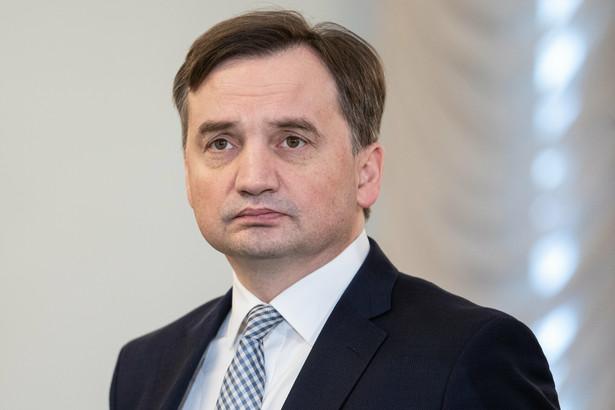"""""""I dzisiaj w tym miejscu powinien stanąć Prokurator Generalny i wytłumaczyć, dlaczego sprawa, którą żyje cała Polska nie znalazła finału"""" - mówił Budka"""