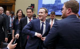 Senatorowie nie potrafią skutecznie przycisnąć Zuckerberga
