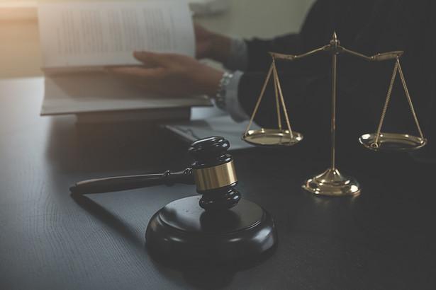 """""""Wyraźnie widać, że uchwalenie ustawy w zaproponowanym kształcie, wyłącznie pogłębi istniejący kryzys w przestrzeganiu zasady niezależności sądów i trójpodziału władzy"""" - ocenił Bodnar."""