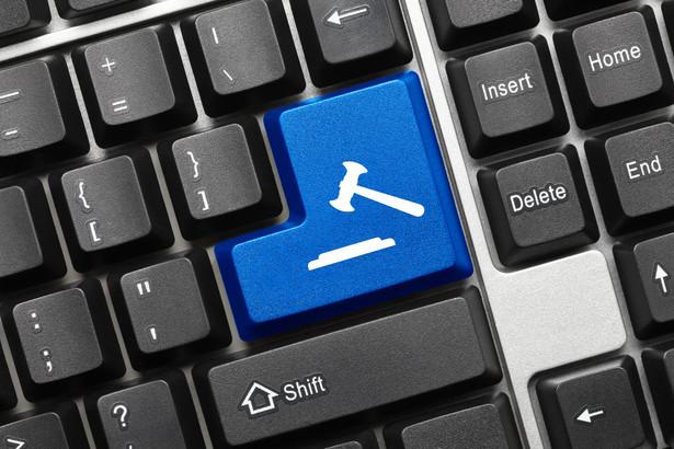 Urzędy skarbowe mogą już przeprowadzać e-licytacje zajętych przez siebie ruchomości. Na system teleinformatyczny trzeba jednak zaczekać do III kwartału.