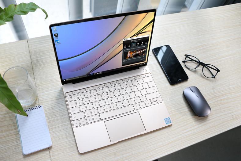 Laptop wyposażony jest w najnowszy procesor Intel Core siódmej generacji, technologię chłodzącą Huawei Space Cooling, zabezpieczenie w postaci czytnika linii papilarnych, system dźwiękowy Dolby Atmos oraz 13-calowy ekran 2K,