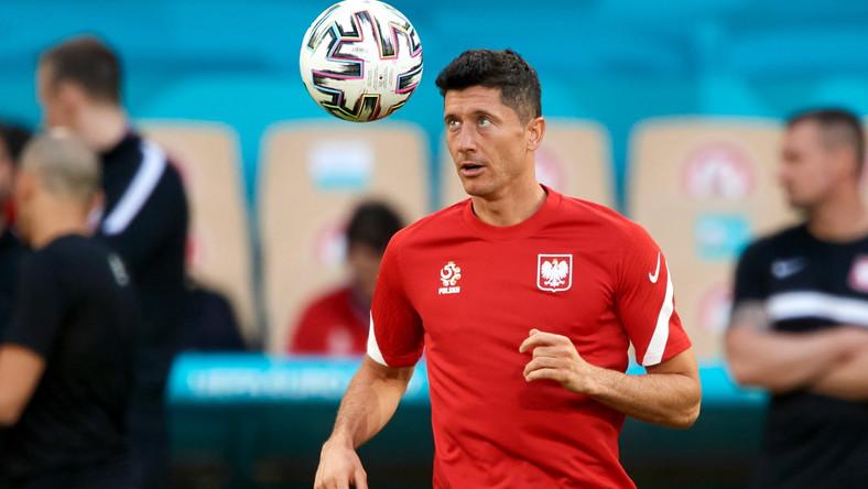 Robert Lewandowski podczas treningu kadry na stadionie w Sewilli