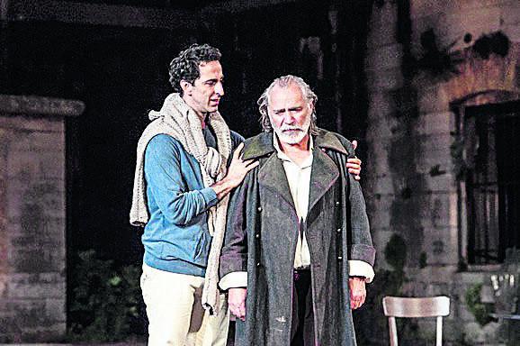Ermin Bravo sa Radetom Šerbedžijom u predstavi