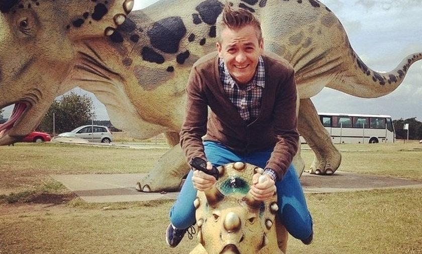 robert biedroń na dinozaurze