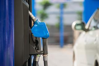 Benzyna poniżej 3,5 zł za litr zagości na dłużej? Takich cen spodziewa się właściciel stacji paliw