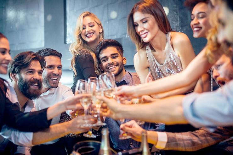 Mladi slavlje žurke