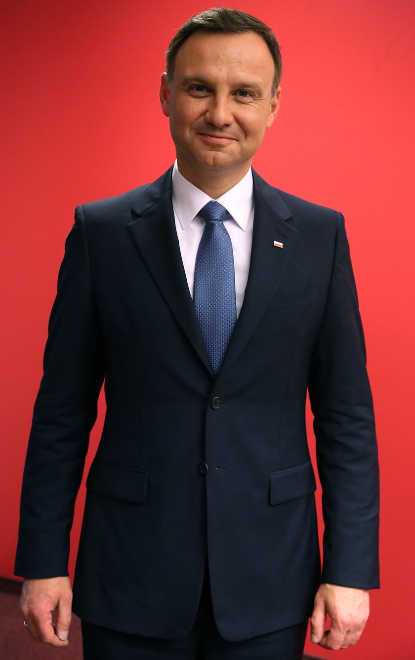 Co się dzieje z twarzą Andrzeja Dudy? Czy to przez stres?