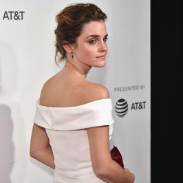 """Emma Watson zjawiskowo wygląda na premierze filmu, za to gwiazda """"Przyjaciół"""" nie oczarowała..."""