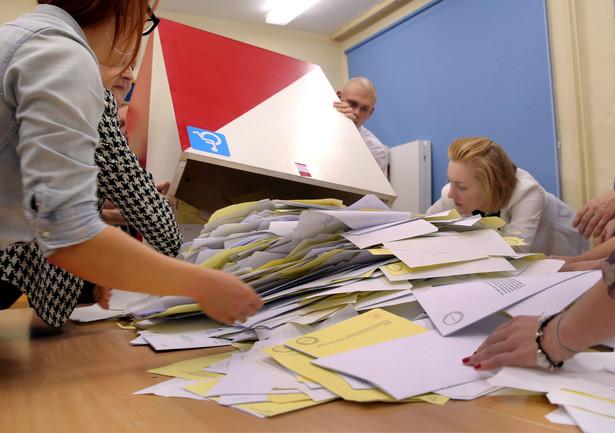 PiS walczy o większość także w Senacie
