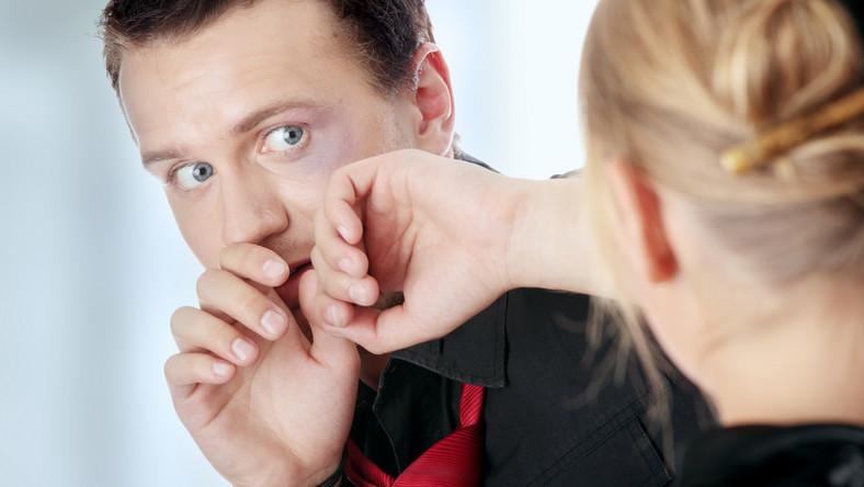 Żona bije męża co robić