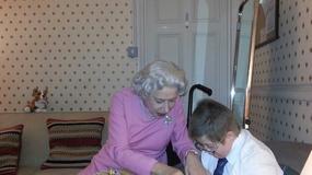Helen Mirren pije herbatę z umierającym chłopcem