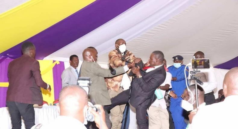 MPs Simba Arati and Sylvanus Osoro exchange blows at Burial ceremony in Kisii (Photos)