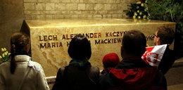 Tłumy na Wawelu. W kolejce by oddać hołd