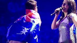 Eurowizja 2017: skandal podczas finału. Fan pokazał gołe pośladki podczas występu zwyciężczyni z ubiegłego roku
