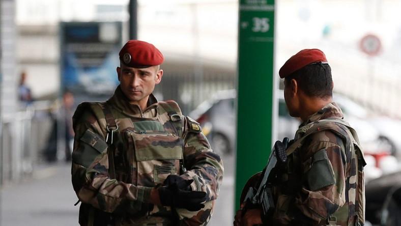 Wojsko na ulicach Paryża