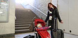 Prowokacja Faktu! Na Dworcu Zachodnim nie pomogą matce z dzieckiem.