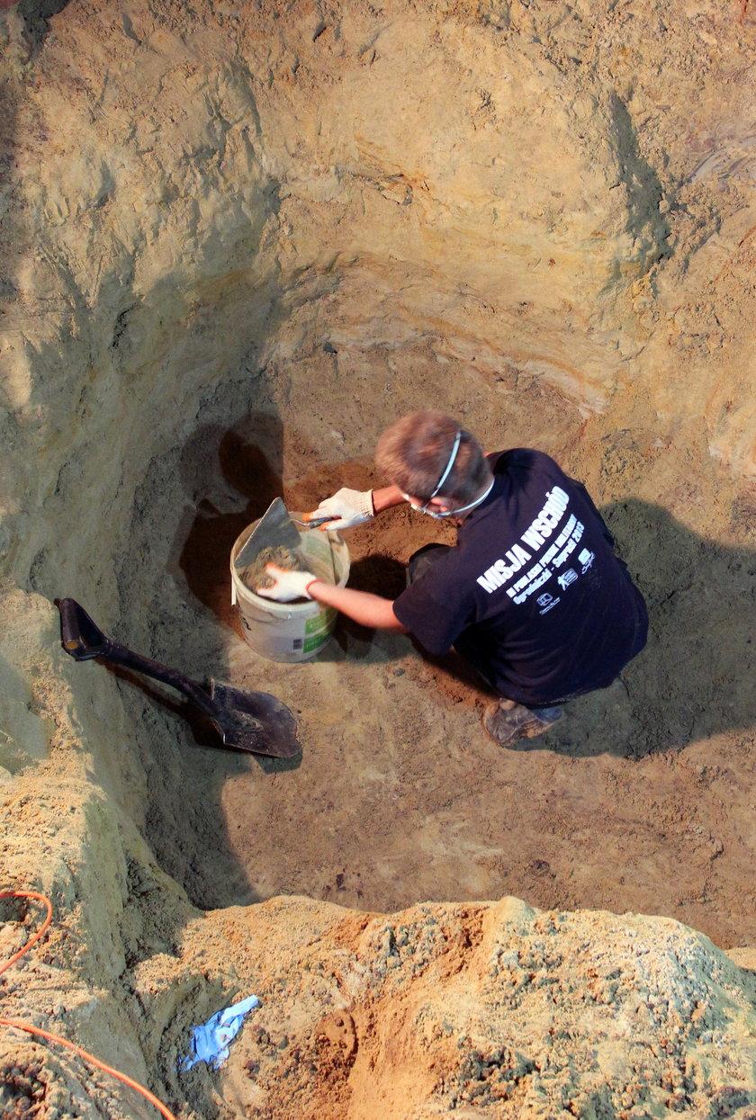 Piwnica, w której odkopano trzy szkielety