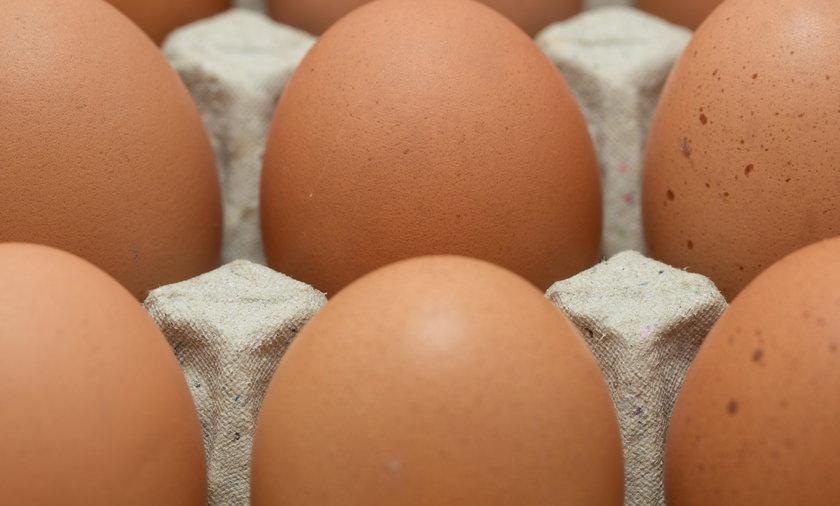 Jaja z jednej partii w Tesco miały bakterie salmonelli