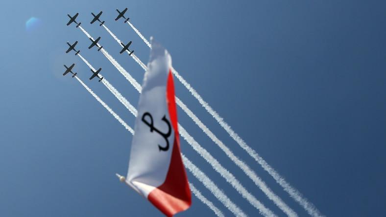 Parada lotnicza z udziałem samolotów i śmigłowców otworzyła defiladę wojskową