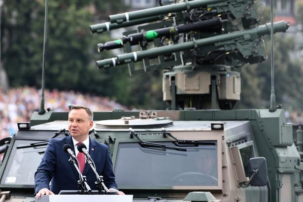 Wystąpienie zwierzchnika sił zbrojnych, prezydenta Andrzeja Dudy przed rozpoczęciem Wielkiej Defilady Niepodległości.