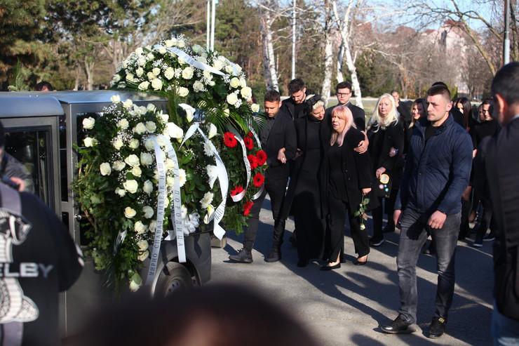 Jelena Karleuša i tetka - sahrana Divna Karleuša