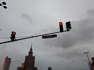 'Przepraszamy za utrudnienia, mamy rząd do obalenia'. Strajk Kobiet manifestował w Warszawie i innych miastach