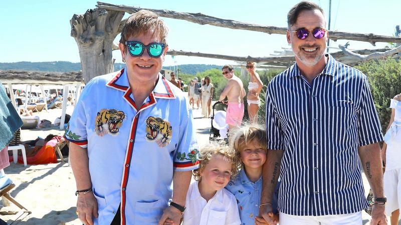 Elton John i David Furnish z dziećmi