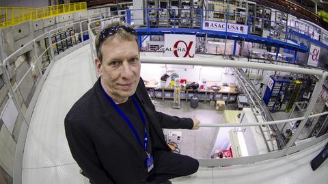 Jeffrey Hangst z zespołu ALPHA badającego antymaterię w ośrodku CERN