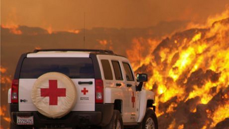 HUMMER Helps Battle Wildfire Over Holiday Weekend - Trained American Red Cross volunteers of San Diego/Imperial Counties Chapter the used their HUMMER H3 to deliver critical nourishment to more than 100 firefighters battling hay fires in Seeley, California over the holiday weekend. This H3 is one of 19 HUMMER Red Cross response vehicles in service around the country. Photo credit: Brad Mellon, American Red Cross, San Diego/Imperial Counties Chapter. X07HM_H3089  (United States)
