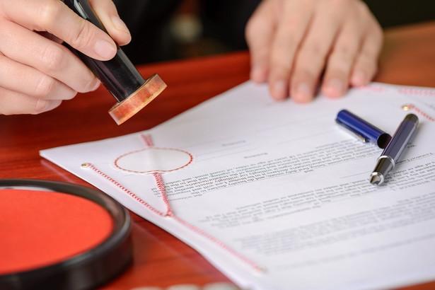 Podpis złożony przed wizytą u rejenta i u niego potwierdzony nie jest gorszy od złożonego w kancelarii.