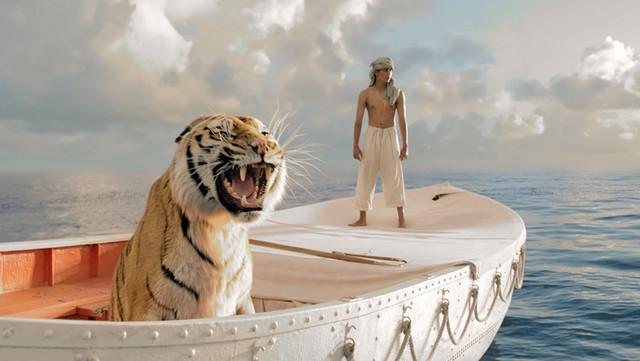 pretvara se u prelepi horizont daleko na tihom okeanu u društvu tigra Bengala