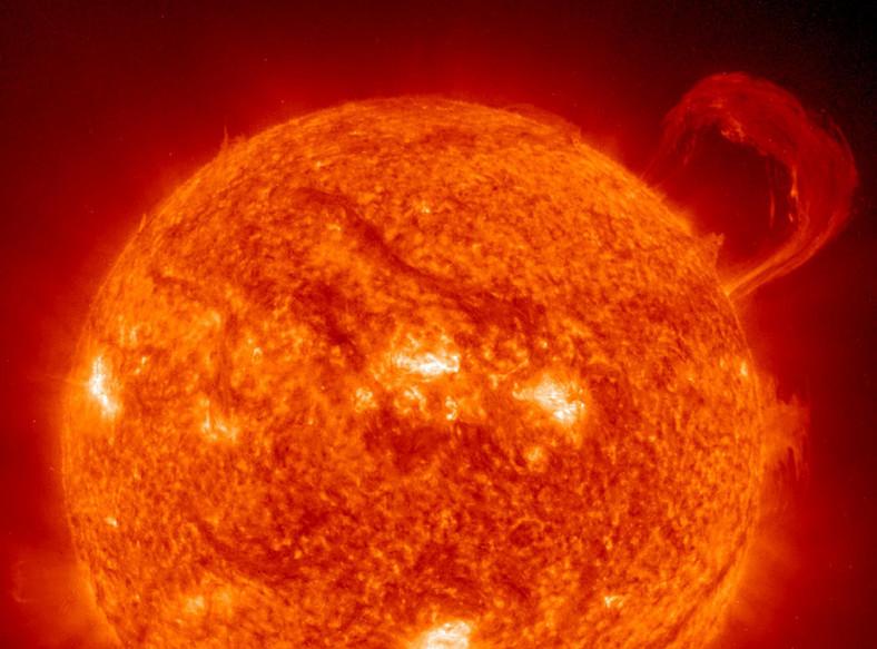Najbliższa Ziemi gwiazda - Słońce - znajduje się obecnie w spokojnej fazie swego życia