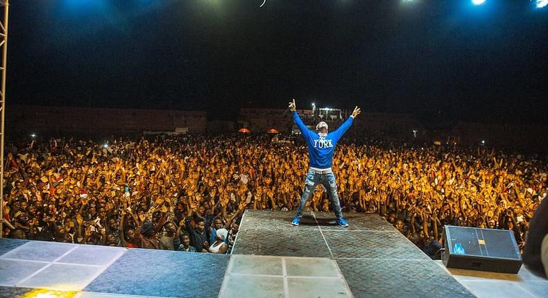 Harmonize on Stage. Lady faints on stage in the Middle of Harmonize's performance (Video)