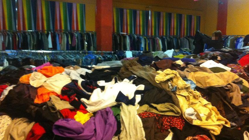 c8f63b6c0c4661 Czym śmierdzą ubrania z second-handów