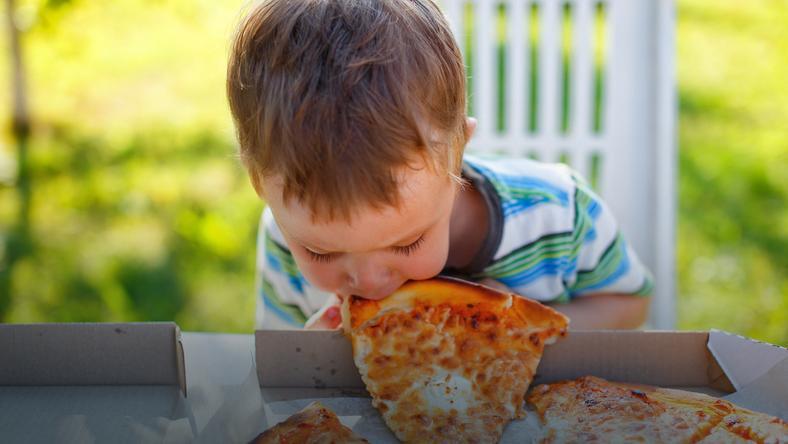 32% polskich dzieci w wieku 5-36 miesięcy ma nieprawidłową masę ciała. Czego nie powinny jeść maluchy?
