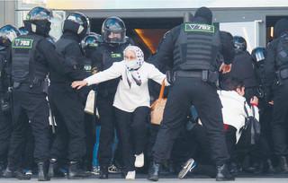 Pochłanianie kraju. 'Iluzja wolnej Białorusi. Jak walcząc o demokrację można utracić ojczyznę' [RECENZJA]