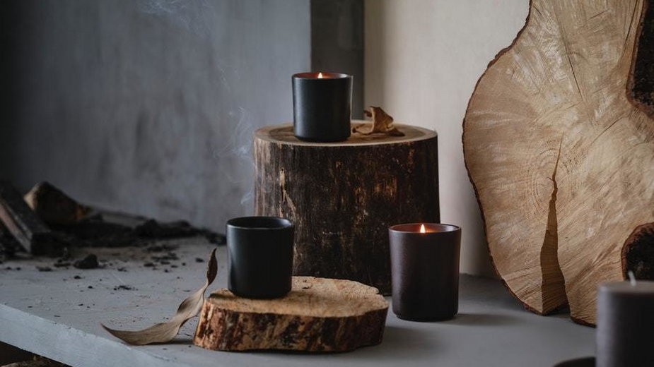 Piękno lasu i inteligentnych rozwiązań dla domu od IKEA. IKEA BEHJÄRTAD świeca o zapachu ogniska