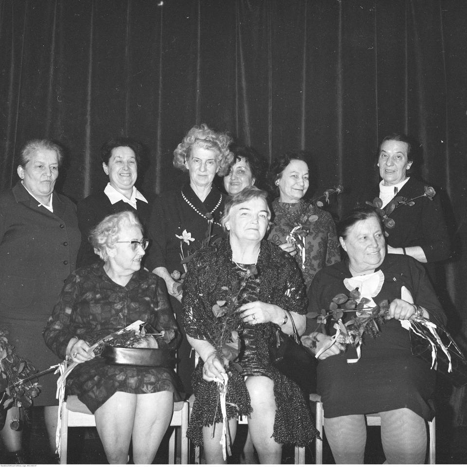 Obchody Dnia Kobiet zorganizowane przez Warszawski Komitet Zjednoczonego Stronnictwa Ludowego, rok 1970.