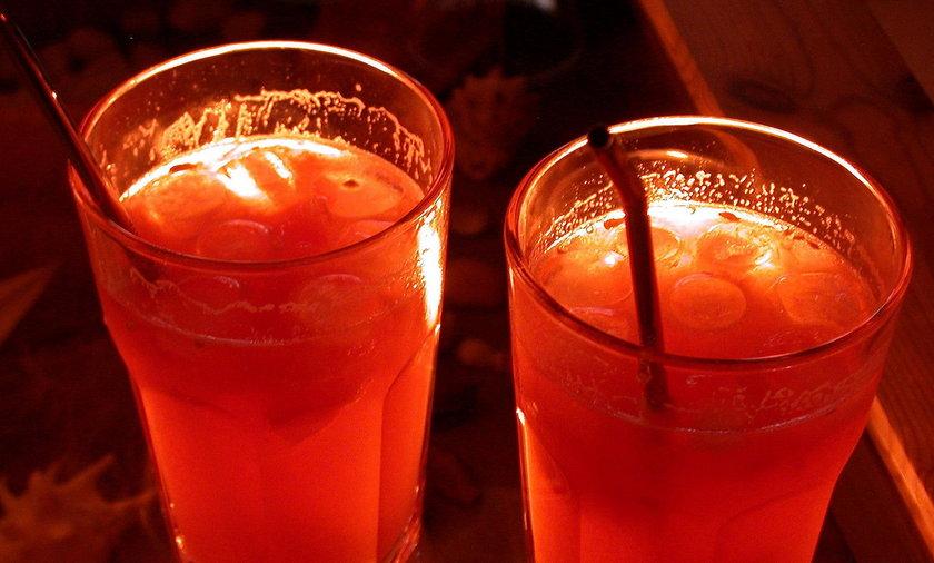 Ten popularny drink zamienia twój mózg w ugór