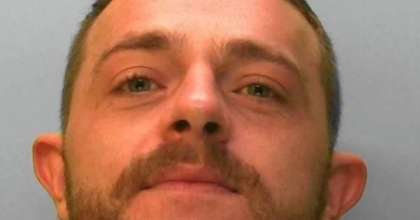 Dealer wird von Cops gefasst – weil er seinen Namen auf die Drogen druckte