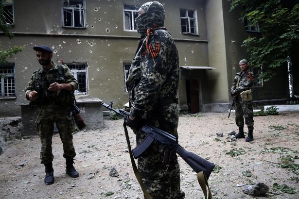 We wschodniej Ukrainie toczą się walki między ukraińską armią a prorosyjskimi separatystami EPA/MAXIM SHIPENKOV