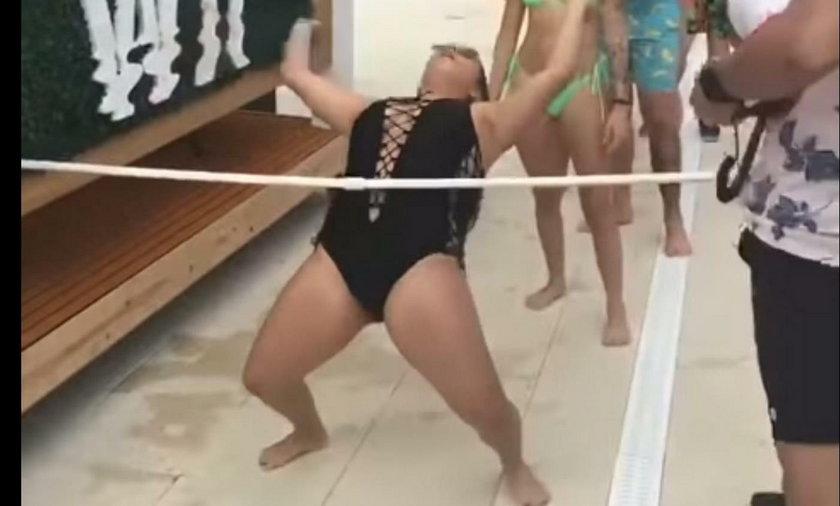 Wpadka podczas zabawy limbo na plaży w Tampie na Florydzie