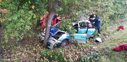 Wjechał w radiowóz i zepchnął go na drzewo. Policjanci w szpitalu