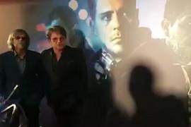 """Bjela i Todorović na premijeri """"Južnog vetra"""" poput holivudskih zvezda, glavna glumica filma sa DUBOKIM IZREZOM na haljini (VIDEO)"""