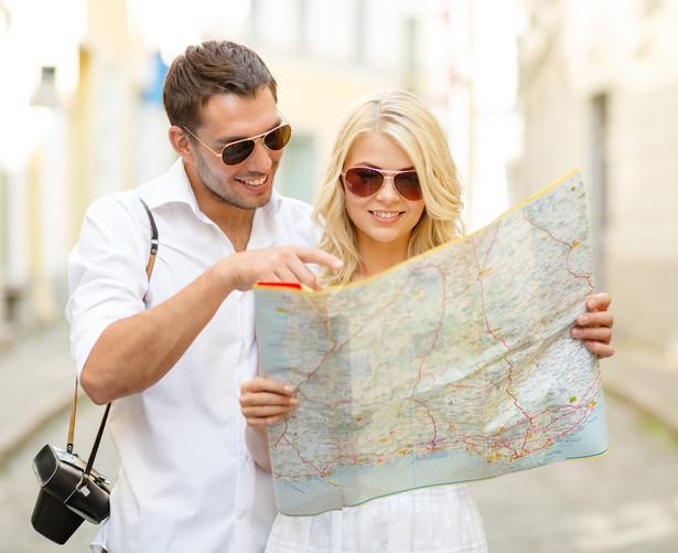Nie wszyscy turyści zamieniają się w biznesmenów, ale coraz większa liczba zaczyna łączyć przyjemne z pożytecznym.