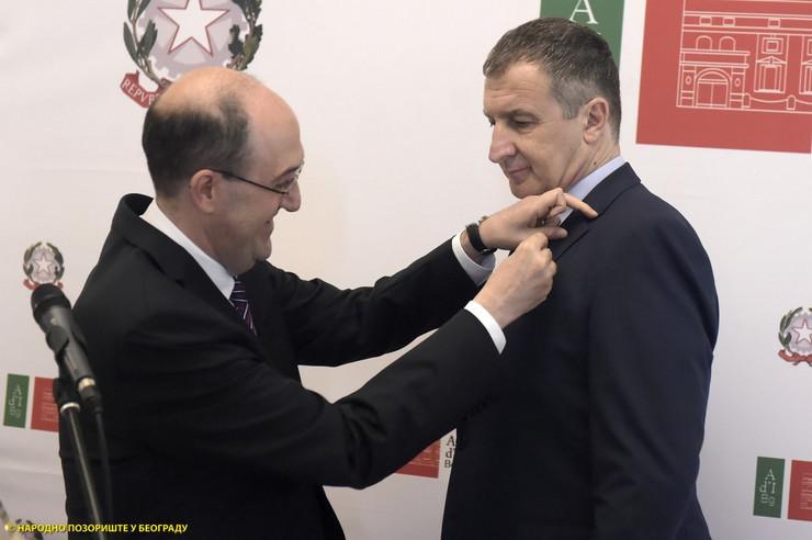 Dejan Savić prima Orden italijanske zvezde