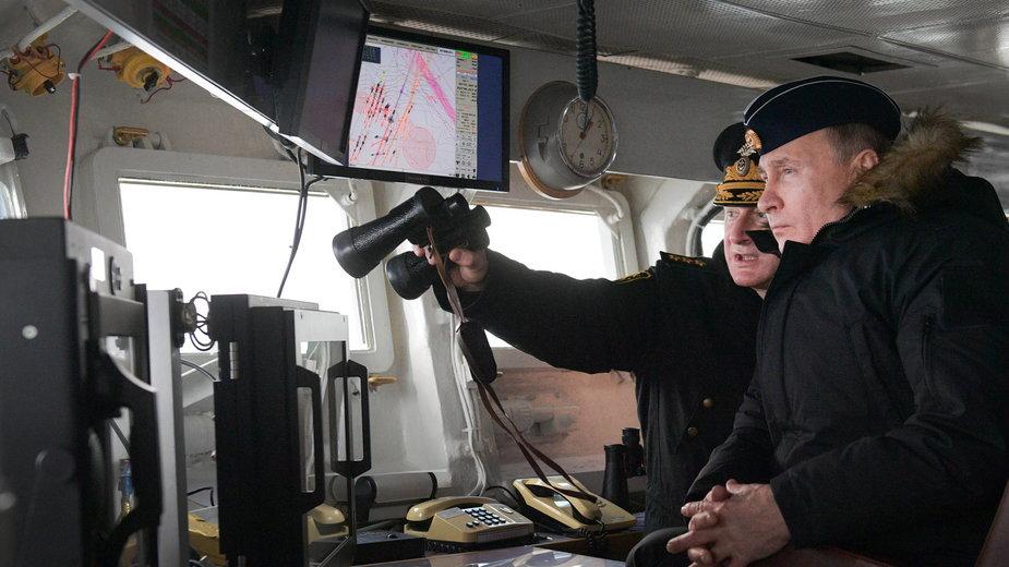 Władimir Putin podczas ćwiczeń wojennych na Morzu Czarnym