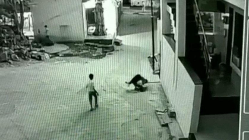 Indie: 11-latek spadł z dachu. Cudem przeżył. Jest nagranie